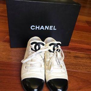 Chanel CC low top sneaker